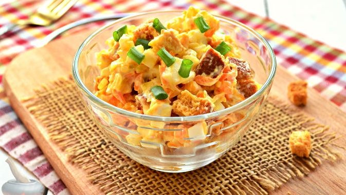 Рецепт салата с сухариками