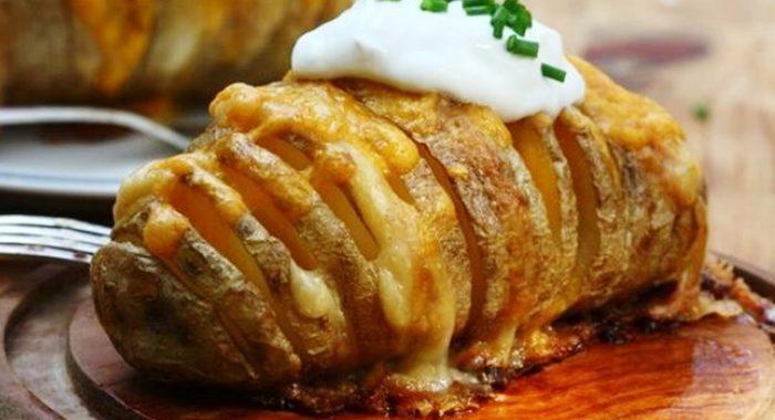 Печеный картофель с сыром под Рождество