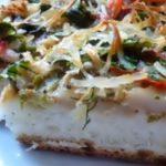 Домашняя пицца с колбасой и овощами - рецепт