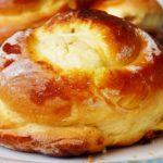 Колобок с яйцом - пошаговый рецепт