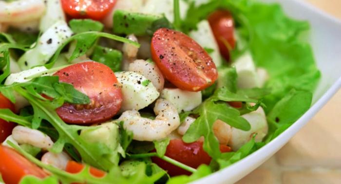 Салат с креветками и помидорами – пошаговый рецепт